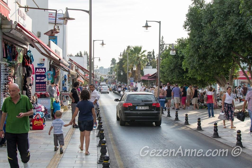 Bodrum'un kalabalık sokakları