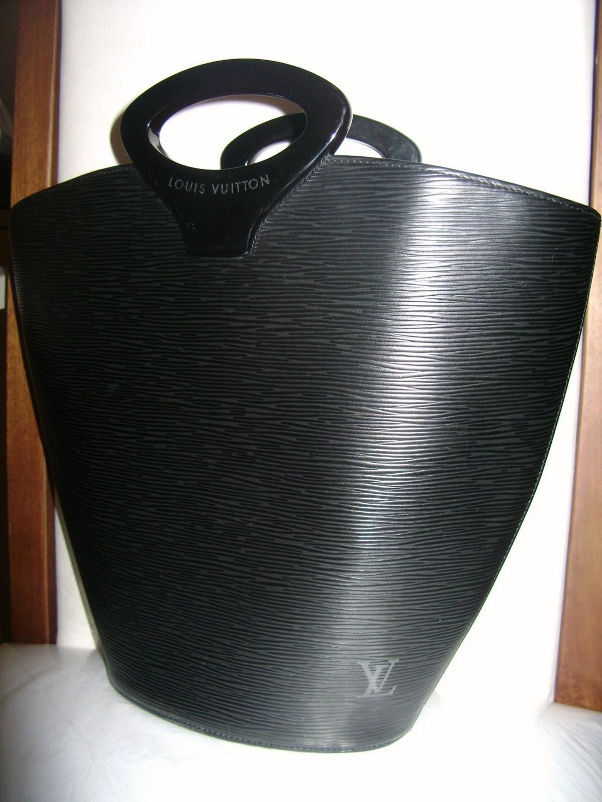 fded3687a23 Bolsa Luis Vuitton Noctambule Epi Black Com Código Interno de  autenticidade! Original com Dust Bag ...