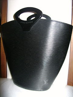 Bolsa Luis Vuitton Noctambule Epi Black Com Código Interno de autenticidade! Original com Dust Bag.
