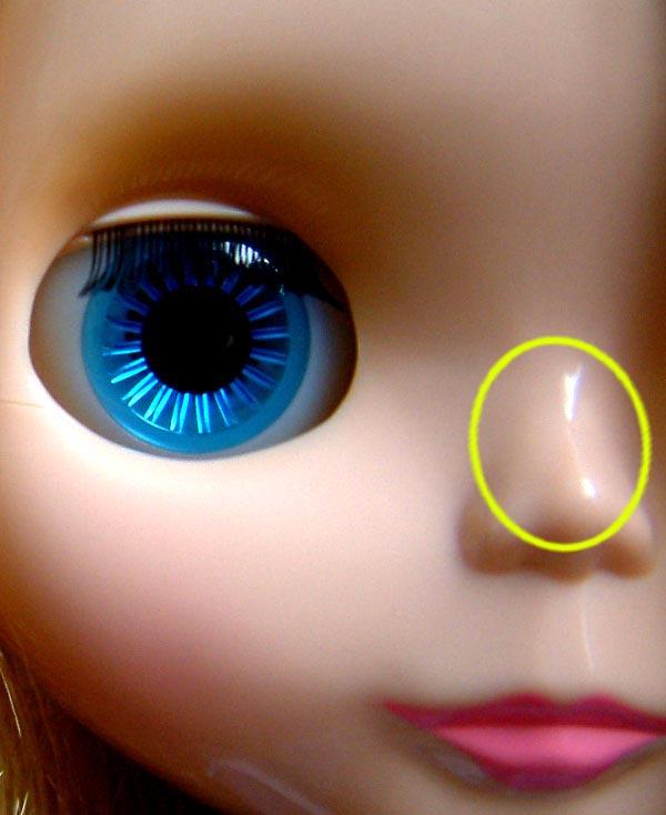 Reflexo no nariz de boneca blythe