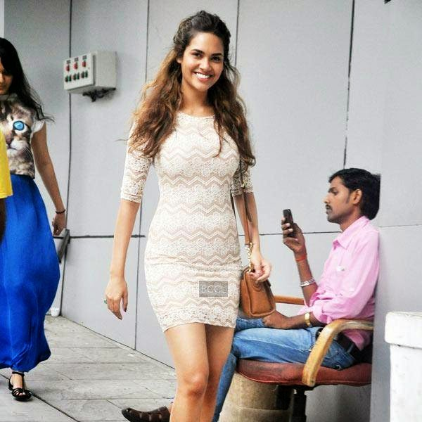 Esha Gupta snapped at Bandra, in Mumbai on July 11, 2014.(Pic: Viral Bhayani)
