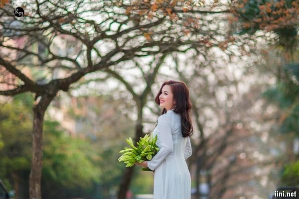 Thơ Tháng Tư Hà Nội hay, loạt thơ tình viết về Hà Nội khi tháng 4 về