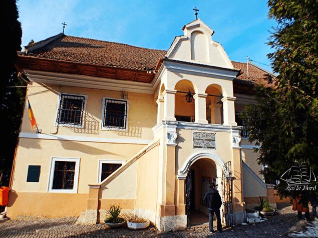 prima scoala romaneasca brasov
