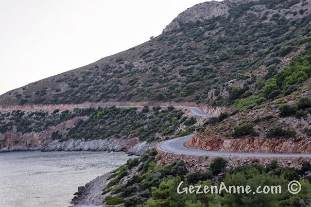 Datça, Palamutbükü ile Ovabükü arasındaki deniz kenarından giden güzel manzaralı sahil yolu