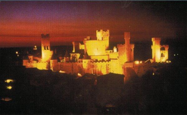 El Castillo de Olite iluminado por la noche