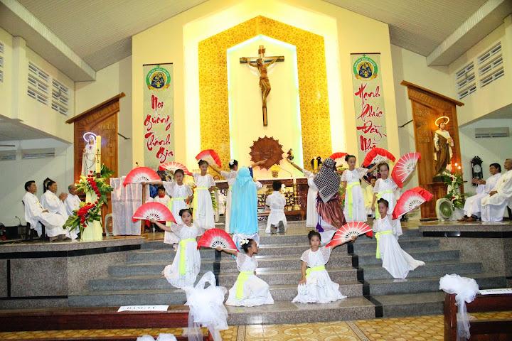 Hình ảnh lễ kính thánh Giuse Thợ bổn mạng Giáo xứ và làm phép tượng đài Thánh Gia tại Giáo xứ Hòa Do