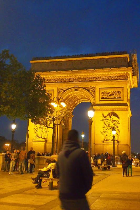 夜の凱旋門