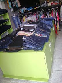 Tủ để quần áo shop thời trang