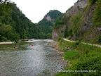 Przełom Dunajca rowerem na zdjęciu widoczna ścieżka rowerowa