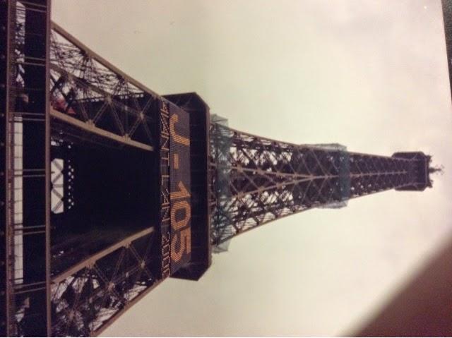 imagen de la torre Eiffel antes del año 2000