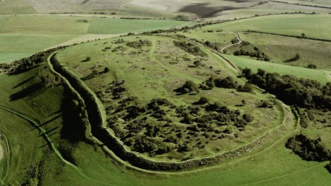 UK: 5,000-year-old hill fort 'damaged by metal detectors'
