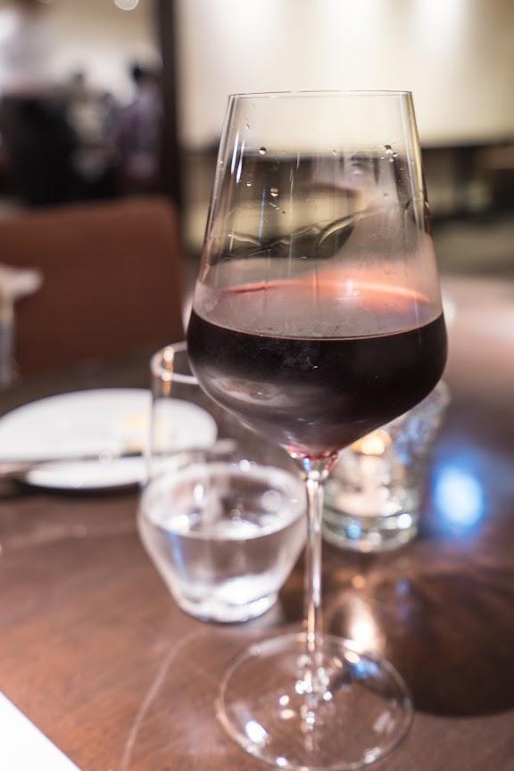 赤のグラスワイン
