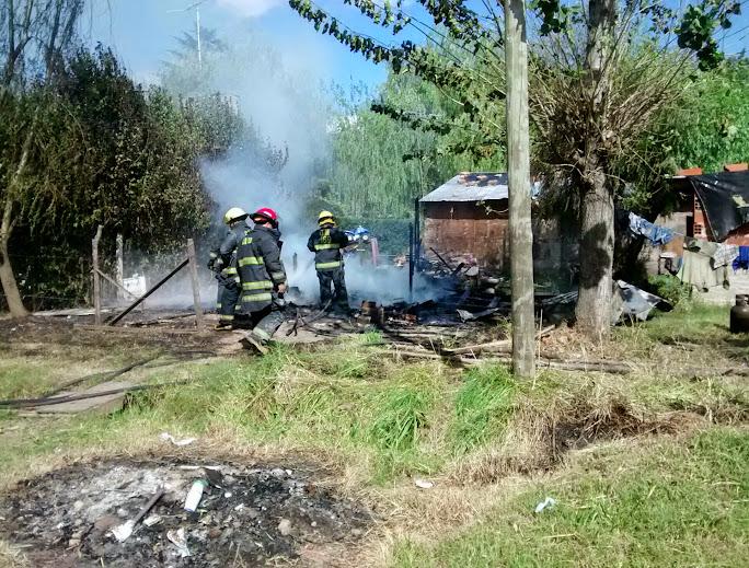Dos familias perdieron todo en incendios de casillas
