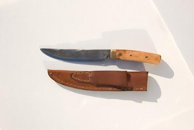 Couteau de cuisine et son étui en cuir fait main