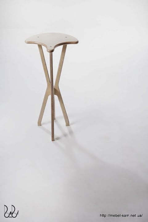 Фанерный барный стул - вид спереди