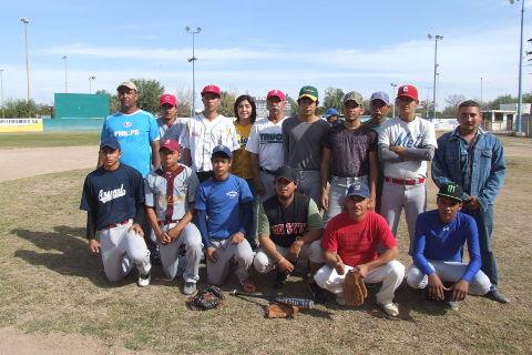 Equipo La Lozano en el softbol dominical de Bellavista.