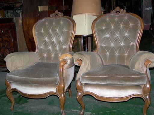 Par de sillones antiguos de un cuerpo estilo colonial for Sillones antiguos