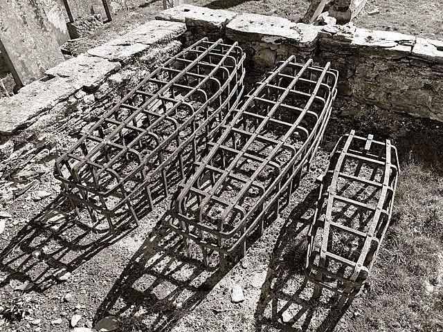 Túmulos com grades