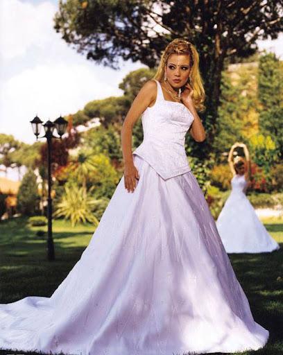Arab Model Alexandra Bob white dress