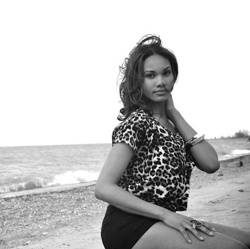 Dionna Johnson Photo 19