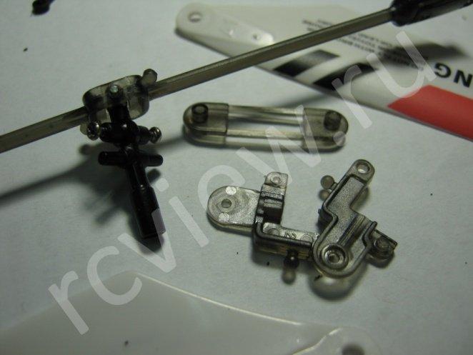 Пятый этап разборки головы несущего винта радиоуправляемого минивертолета