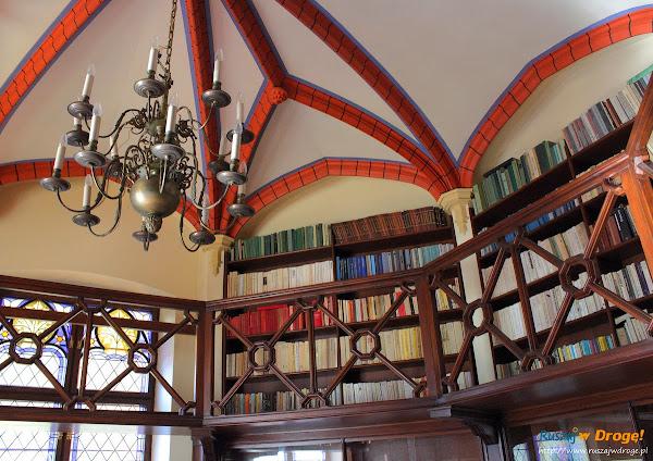 Pałac Rzucewo na Kaszubach - biblioteka w pałacu