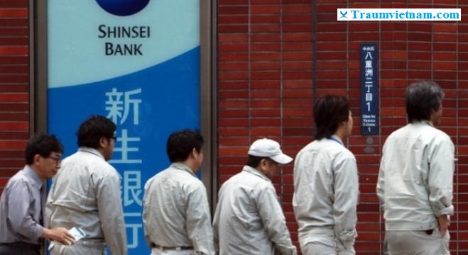 trường nishinihongo giúp sinh viên làm thẻ ngân hàng
