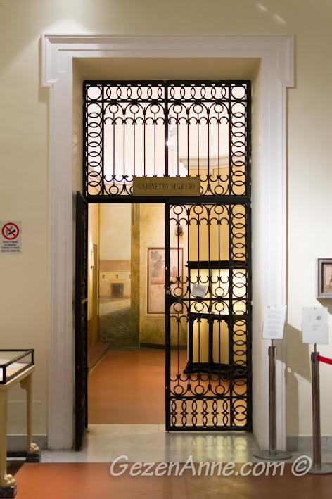 Napoli'deki Arkeoloji Müzesi içindeki Gabinetto Segreto