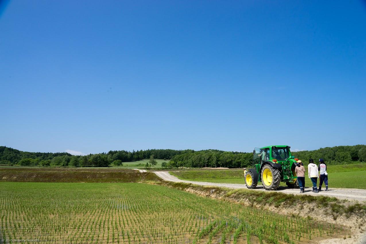 順番に農道を20~30mゆっくりと移動