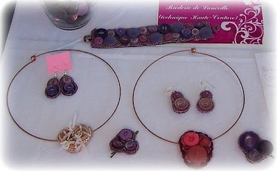...en perles et boutons, pour les fêtes ou pour tous les jours...