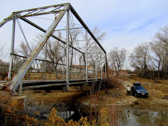 Cottonwood Creek bridge and Jeep