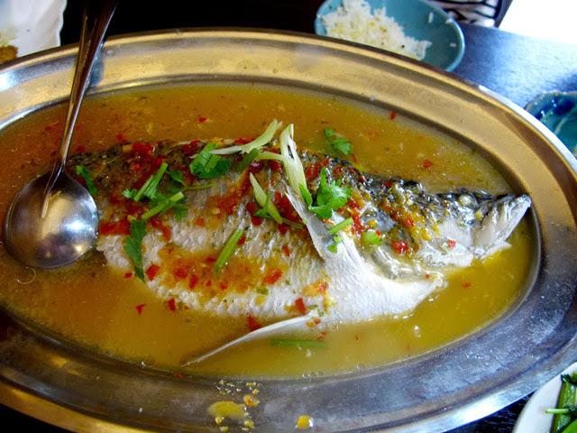 清蒸檸檬鱸魚-二分之一泰式小館,台中泰式料理餐廳