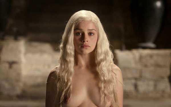 Emilia Clarke, desnuda