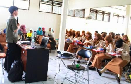 STIKes Dharma Landbouw Latih Mahasiswa Terampil Menulis