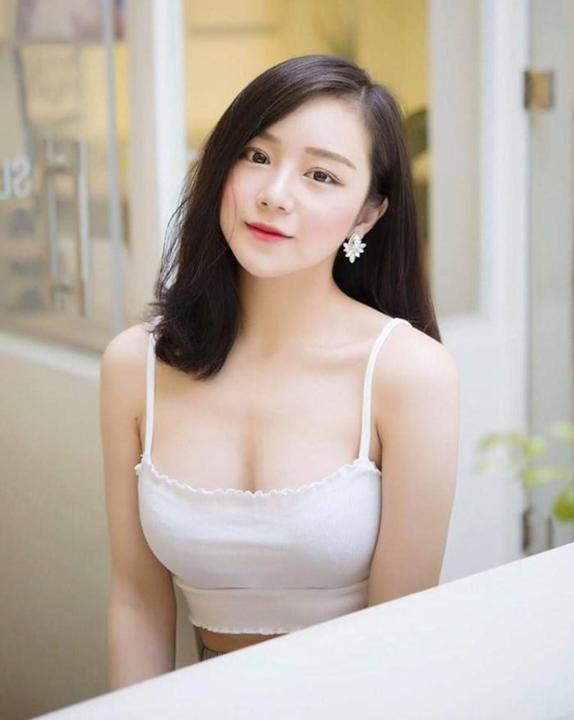"""Tan chảy trước vẻ đẹp sexy của """"hot girl ngủ gật"""" Thủy Tiên!"""