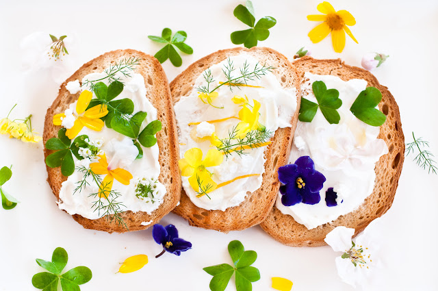 toast with flowers