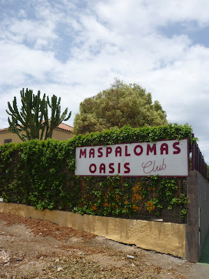 Schild vom Eingang des Maspalomas Oasis Clubs.