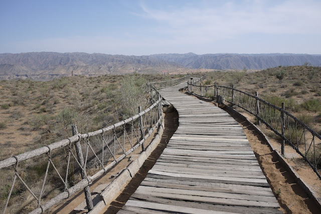 path at Shapotou in Ningxia