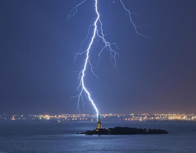 Lightning Strike - New York City (2010)