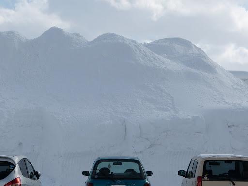 駐車場の雪も