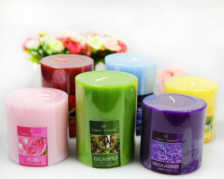 Đốt nến thơm là một trong những mẹo khử mùi hôi nhà vệ sinh đơn giản và hiệu quả