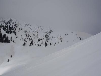 Vrh so zakrile megle.  © enjanez.net