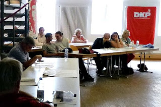 Konferenzraum mit Teilnehmern.