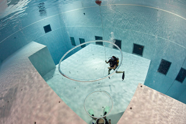 Estrumbantenews a piscina mais funda do mundo for Funda para piscina