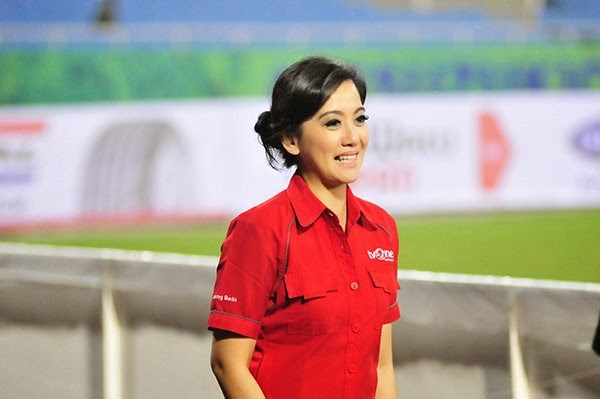 """Nữ phóng viên Indonesia xinh đẹp """"do thám"""" đội tuyển Việt Nam"""