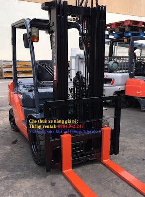 Xe nâng diesel Toyota 2.5 tấn