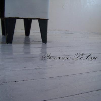 pracownia plastyczna Panorama LeSage remont przystosowanie styl schaby chic biały drewniana biała podłoga