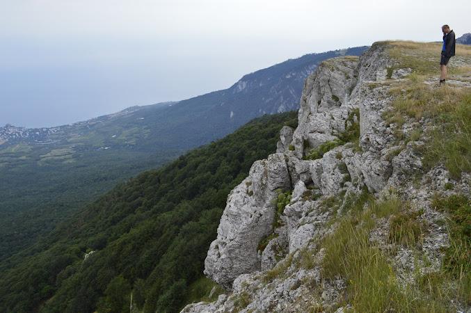 вид с Роман-кош на берег Алушты и Черное море