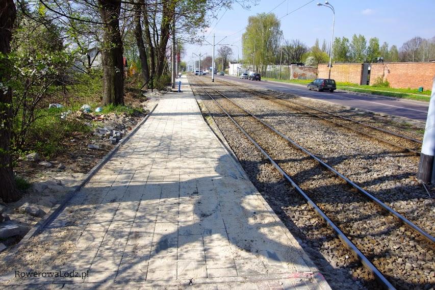 Pomiędzy ul. Czereśniową a ul. Truskawkową wybudowano chodnik. TAK chodnik. Brakuje punktów do teleportacji.