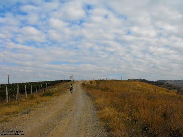 zi frumoasa de toamna, cu bicicleta pe dealuri